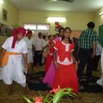 (図21)子供達の踊り